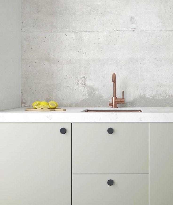 """Una cocina diferente: líneas simples y materiales """"crudos""""."""
