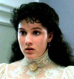 Diana Barry is de beste vriendin van Anne Shirley. ze heeft een belangrijke rol in haar leven. zij helpt Anne haar zondes overkomen.