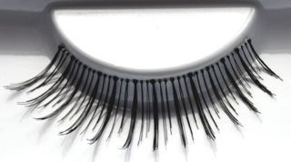 favUlash's BOHOL human hair false eyelashes are great for everyday wear. Wear them to work, around the house or relaxing with friends.