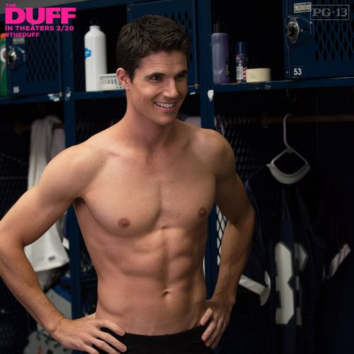 After watching The Duff today, Robbie Amell has defo earned his way onto the Holy Hotness Board!