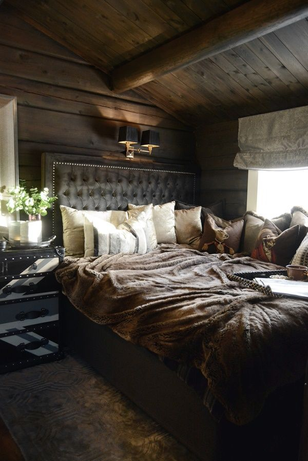 I Can T Describe The Feeling This Room Gives Me Dark And Cozy I Wanna Stare At It All Day I Would Never Wa Bedroom Decor Cozy Cabin Bedroom Dark Cozy Bedroom