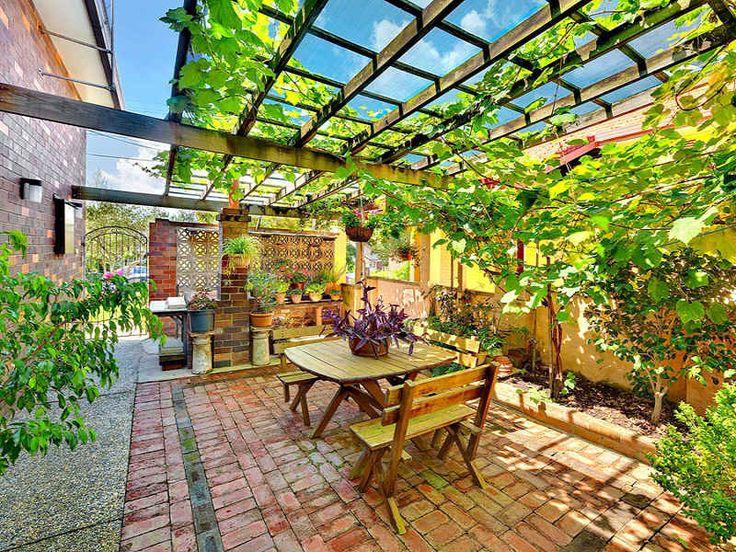 Verdant, sheltered courtyard - nice!