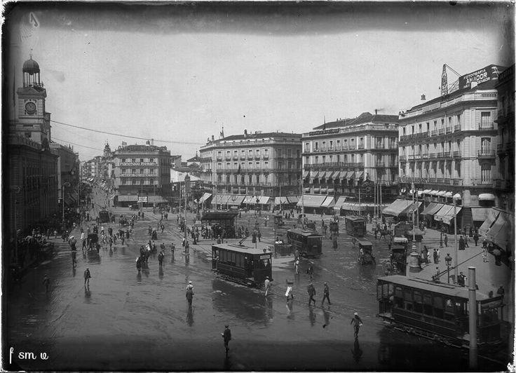 Puerta del Sol principios siglo XX Ruiz Vernacci