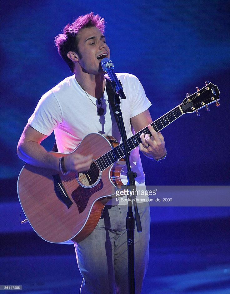 contestant-kris-allen-performs-live-on-the-american-idol-season-8-top-picture-id86147598 (800×1024)