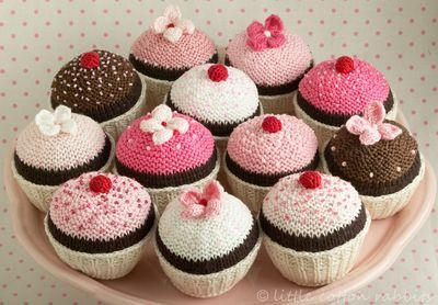 Knitted cup cakes. Beautiful blog! Look under patterns to buy for the cupcakes. Great for the diet!!