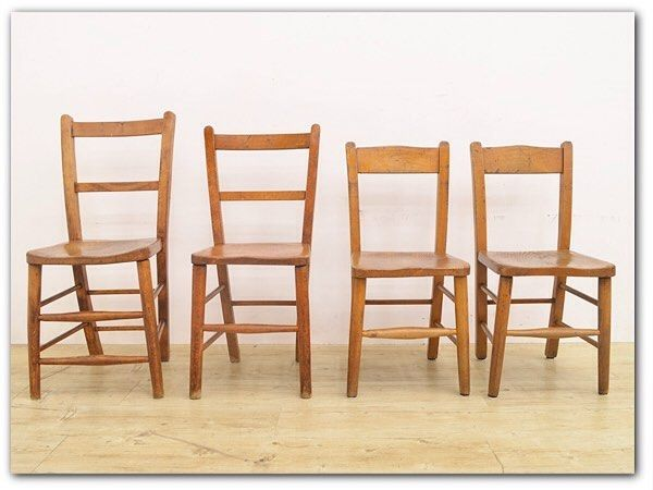 #六家道具商店 #目黒通り 店です今日は本当に気持ち良い天気でしたね 店内商品を紹介しますかわいらしい椅子が入荷しました _/_/_/  _/_/ 古い木部が味のあるヨーロッパのアンティーク#スクールチェア 4脚セットです _/_/ シンプルなフォルム少し歪みのある木の素材感が可愛らしいチェアサイズは小ぶりではありますが大人が使用しても問題ない大きさです座り易く座面には少しくぼみがあり丁寧な作りが伺えますリビング空間やカフェのチェアとしてはもちろんディスプレイ台や花台としてもお使い頂けるノスタルジックな雰囲気が魅力的です _/_/ #楡材 /#エルム材 / #ulmaceae 主に木材として使われているのはハルニレと呼ばれる種類でエルム材とも呼ばれています家具材意外にも食器類楽器など幅広く使われていま す ニレの生育地は北半球の広範囲に分布しており日本の北海道や中国樺太シベリアなどの寒くてかつ土壌の肥沃な地に生育します 木目の面白さから化粧的価値が高く扱われケヤキの代わりに表面化粧材として使われることもあります腐りにくくやや重硬で強靭なため割れにくいのも特…