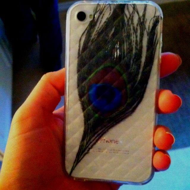 Clear case+ peacock feather= homemade phone case. Fabbbbbbbbb