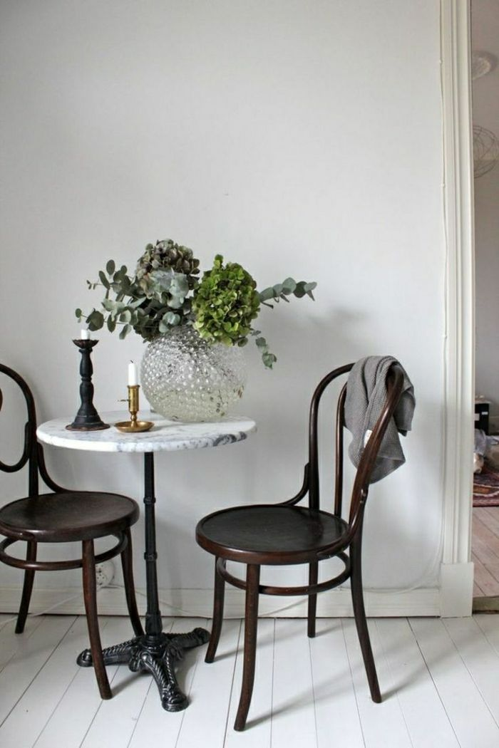 on vous pr sente la table en marbre small kitchen. Black Bedroom Furniture Sets. Home Design Ideas