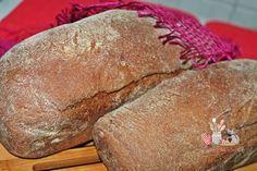 Pão Australiano -= Ingredientes: 2 xícaras (300gr) de farinha de trigo  2 xícaras (300gr) de farinha de trigo integral  2 colheres de sopa (25gr) de cacau em pó  4 colheres de sopa (60gr) de açúcar mascavo  1/4 de xícara (100gr) de melaço ou mel  1 1/2 tabletes (45gr) de fermento fresco ou 1 colher de sopa (rasa) de fermento biológico seco (10gr)  1 1/2 colheres de sopa (30gr) de manteiga ou margarina derretida  1 1/4 xícaras (300ml) de água morna  1 pitada generosa de sal  Fubá para…