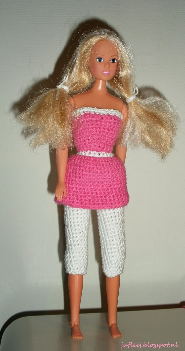 Barbiejurkje met legging (Amy garen - Zeeman). Door Juf Leej.