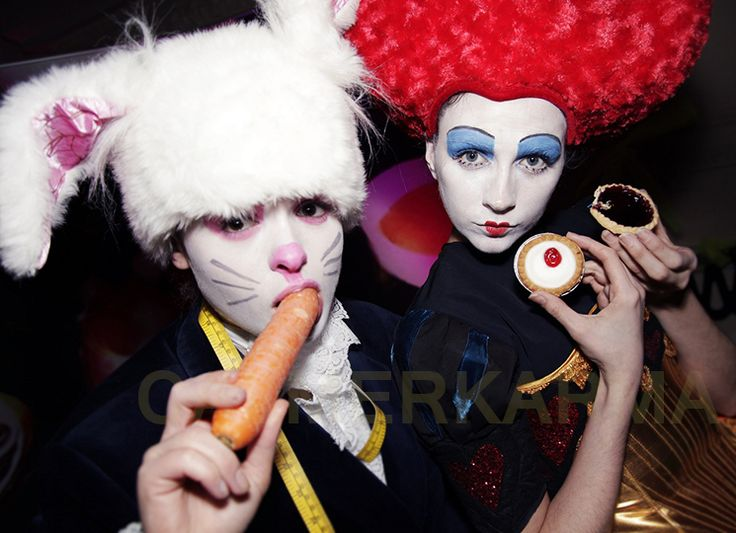 White Rabbit and Red Queen share a carrot and a tart at this spectacular  ALICE IN WONDERLAND themed event  Tel: 020 3602 9540  UK ENTERTAINMENT AGENCY spreading Alice in Wonderland love across HARROGATE,MANCHESTER, STAFFORDSHIRE, BIRMINGHAM, BRISTOL, BRIGHTON & LONDON http://www.calmerkarma.org.uk/Alice-in-Wonderland.htm