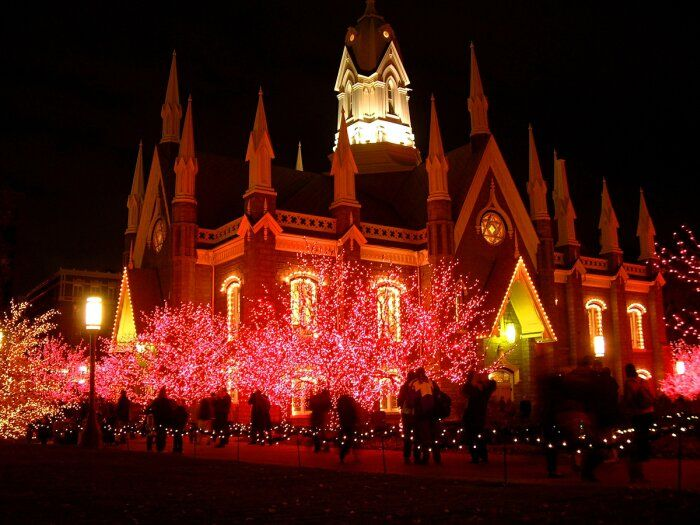 Google Image Result for http://www.allthingschristmas.com/pics1/christmas-display-mormon1.jpg