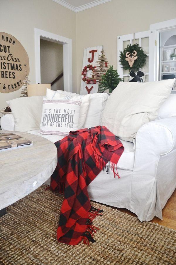 Rustic Christmas decor - lovely plaid, cozy pillows, & burlap art.