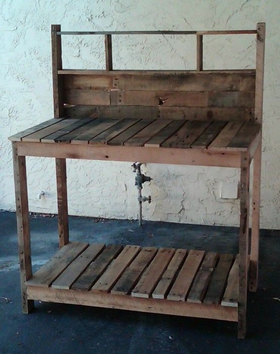 pallet potting bench: Workbenches, Pots Tables, Work Benches, Gardens Table, Pallets Pots Benches, Pallets Ideas, Wood Pallets, Pallets Projects, Gardens Benches