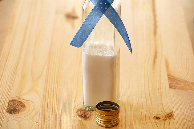 Mleko kokosowe : Składniki na mleko kokosowe: 200 g wiórków kokosowych 4 szklanki przegotowanej wody Wykonanie: Wiórki kokosowe wsypujemy do naczynia Thermomix i zalewamy 1. Przepis na Mleko kokosowe