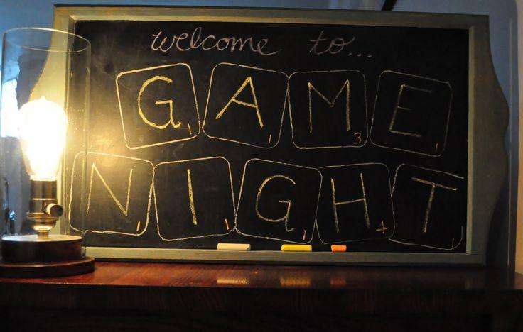 une soirée entre amis avec des jeux de société est souvent très mémorable pour moi. Et n'ayez pas peur de changer les règle du jeux.