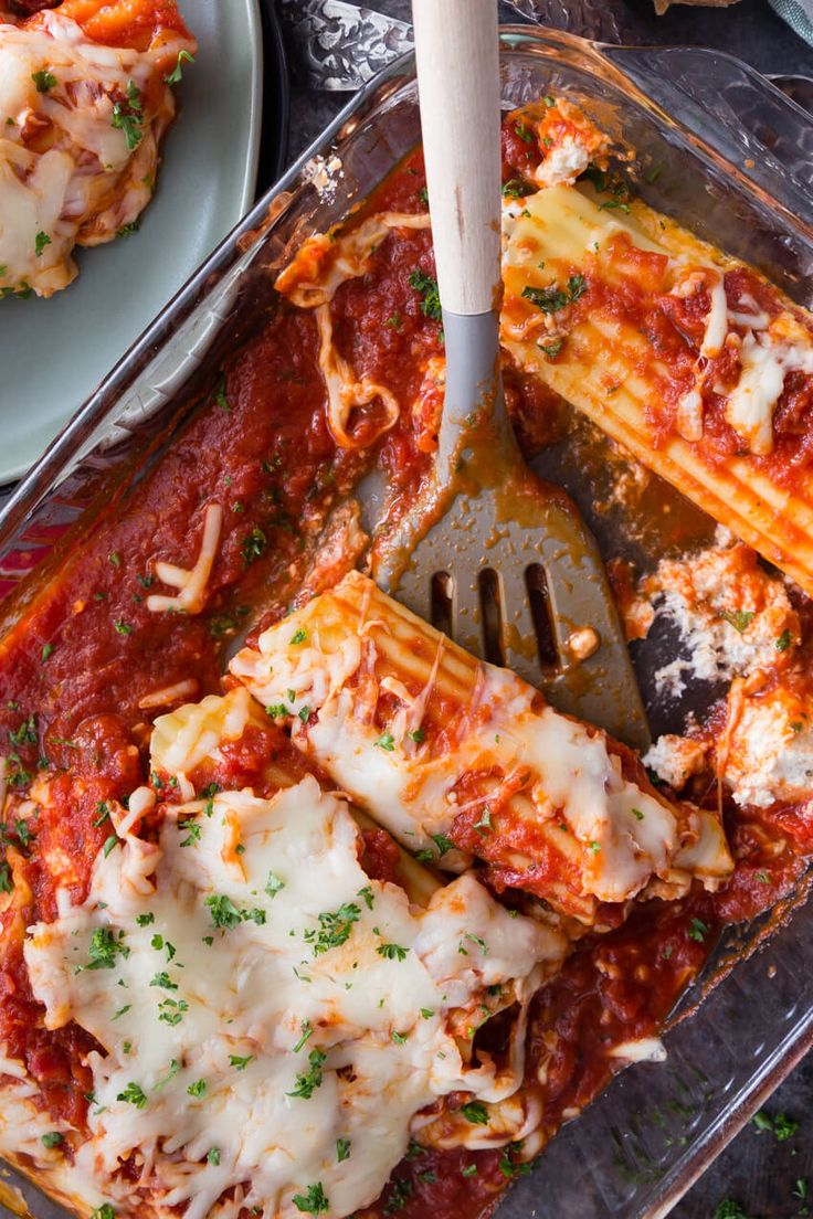 Chicken and Cheese Manicotti: Creamy herbed ricotta and chicken stuffed manicotti topped with Parmigiano-Reggiano marinara sauce, mozzarella cheese, and herbs!