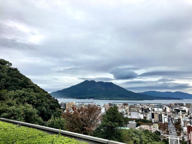 おはようございます(^o^)/  今日の桜島は城山観光ホテルから!  天気は曇り。このまま雨が降らないで欲しいですね。  高校ラグビー、今日、決勝ですね〜  母校、鹿児島工業に勝って欲しい(>_<)  今日も一日、元気に頑張っていきましょう!