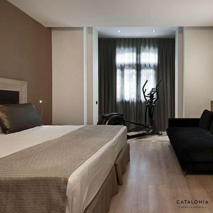Ponte en forma sin salir de la habitación!   En las habitaciones fitness incorporan una elíptica ubicada en el mirador de las habitaciones superiores con espectaculares vistas sobre la Gran Vía madrileña.