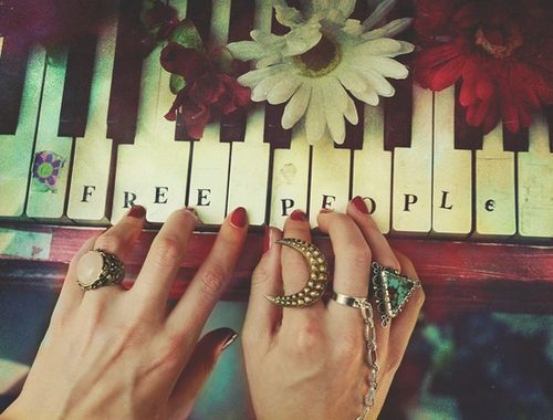 If I ever got a piano, I would do this <3