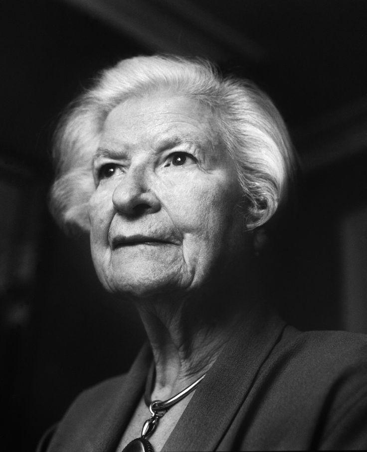 P.D. James (3 agost de 1920, Oxford, Regne Unit - 27 novembre de 2014, Oxford, Regne Unit)
