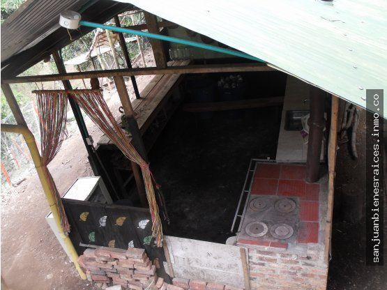 Area: 2279m2  Valor: $360.000.000  Región pacifica y segura a 2 horas de Bogotá. En Supata, Cundinamarca, vía la Vega.  Dos fanegadas de tierra , temperatura promedio entre 22 y 25 °C. Región rural rica en recursos hídricos y vegetación boscosa.  Casa  Ecológica de dos pisos. elevada sobre piedras, construida en madera y guadua cercada en malla.  1 estudio  1 sala de televisión  1 sala de visitas  1 cocina  1 baño interior con sanitario ecologico y sanitario normal con orinal. Cuarto de…