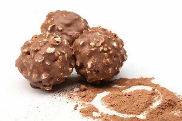 كرات الشوكولاته بالنوتيلا و البندق In 2020 Chocolate Food Chocolate Peanut Butter