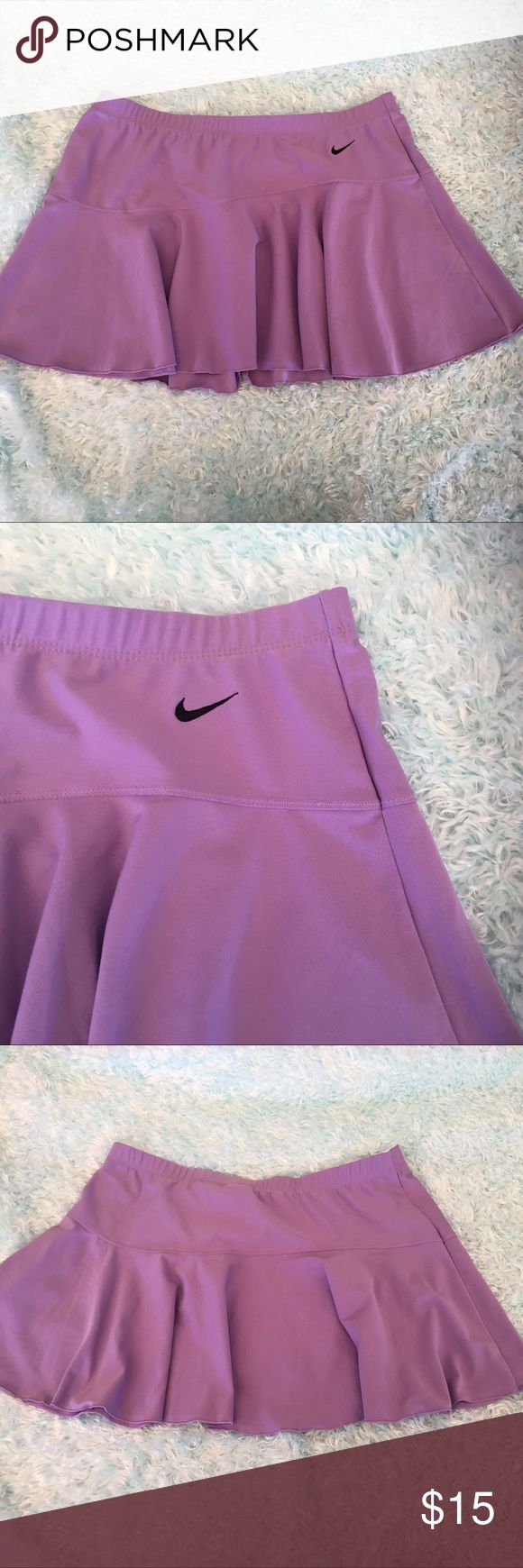 Nike dri fit tennis skirt Cute tennis skirt great for playing tennis. Nike Skirts