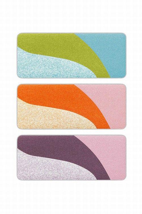 Mas são os novos estojos de sombras da Shu Uemura, criados para o verão oriental. As cores e o estilo da coleção Eye-Conic são inspirados nos anos 60, quando a marca japonesa criou sua primeira linha de maquiagem, a Flaggy, considerada revolucionária para a época (1968) por inovar nas cores e no estilo.