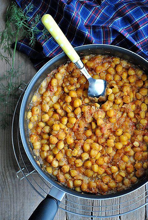 Ρεβίθια στο φούρνο με ντομάτα
