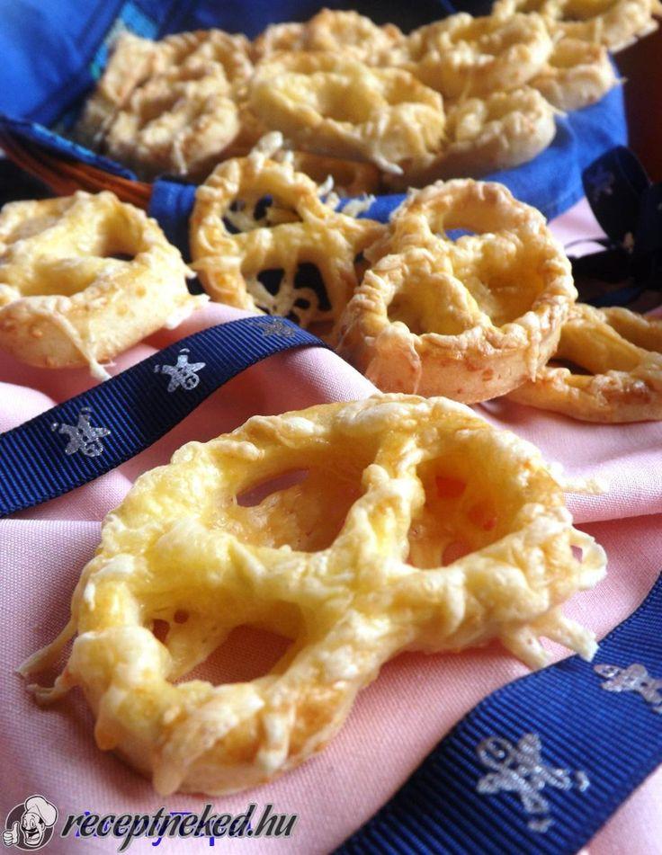 Kipróbált Omlós sajtos perec recept egyenesen a Receptneked.hu gyűjteményéből. Küldte: aranytepsi