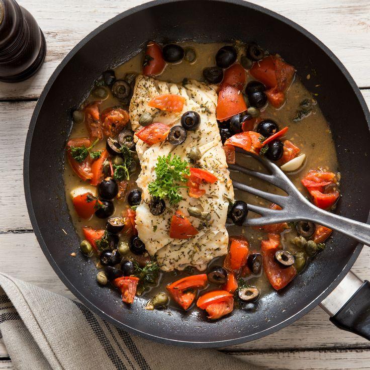 Kabeljaufilet, Oliven, Kapern, frische Tomaten und Petersilie für einen unwiderstehlichen Duft und einen hervorragenden Geschmack!
