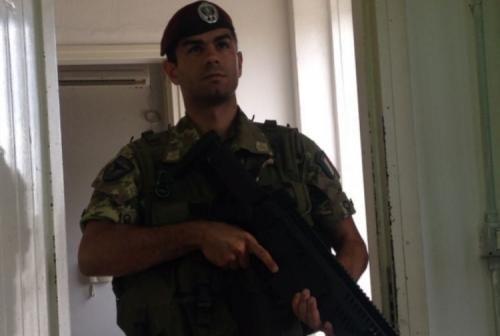 Cronaca: La #tragedia #nascosta del paracadutista  colpito da colpo di pistola dentro la caserma ed... (link: http://ift.tt/2e3WlP0 )