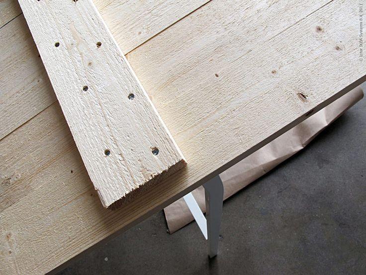 <p>Efter att ha beundrat Ernst på TV hela sommaren kändes det som en låg tröskel att faktiskt bygga en bordsskiva av plankor! Med ett par <a href=