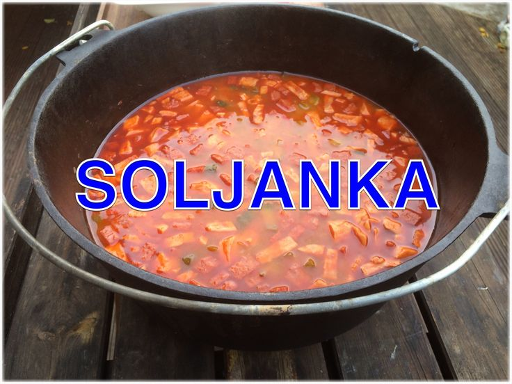 """Soljanka, der Klassiker der DDR Küche gibt es heute mal aus dem Dutch Oven. Diese """" ukrainische """" Soljanka im Dopf kochen ist ganz einfach. In diesem Video b..."""