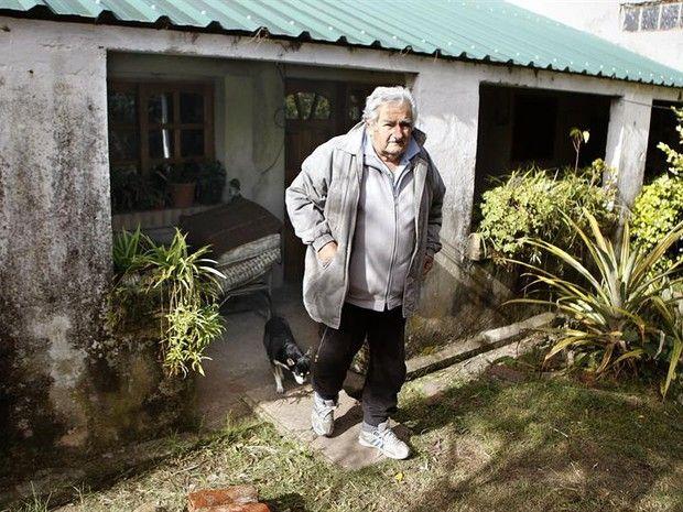 José Mujica, presidente do Uruguai, em sua casa (Foto: Agência EFE) The poorest president of the world, Mr. Jose Mujica, president of Uruguay in his house,
