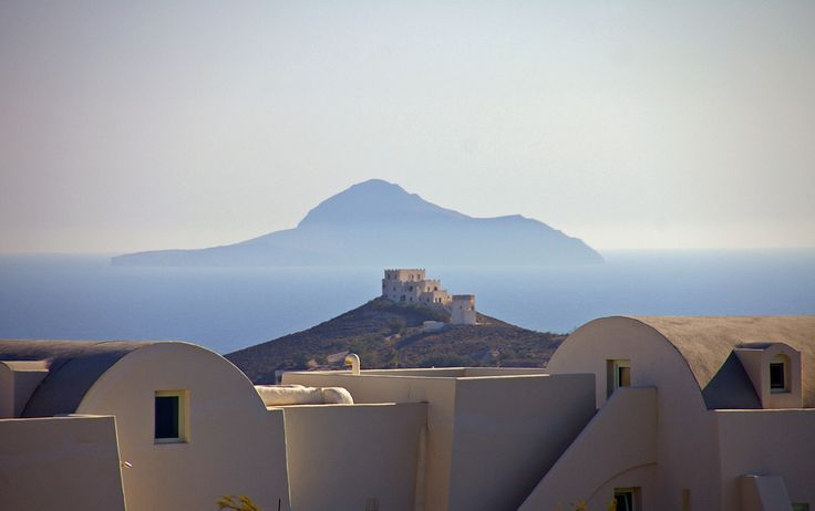 Anafi Island from Santorini Island in the Cyclades (Greece). ©Cosme D. Churruca