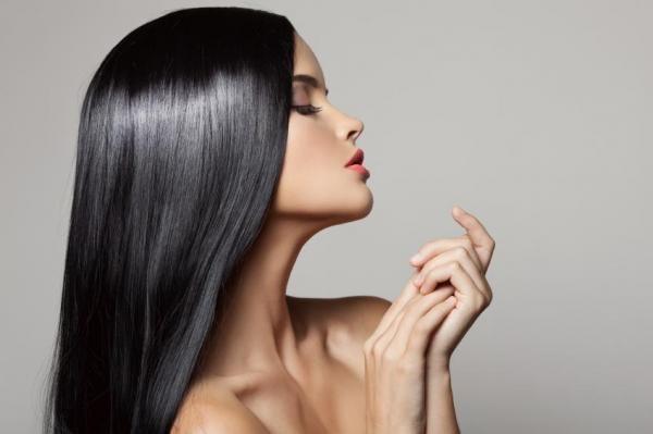 Benefícios da maionese para o cabelo. Os cabelos secos são uma consequência de uma importante desidratação no couro cabeludo, além de uma escassa produção de gordura das glândulas sebáceas. Isto faz com que o cabelo se quebre com mais fac...