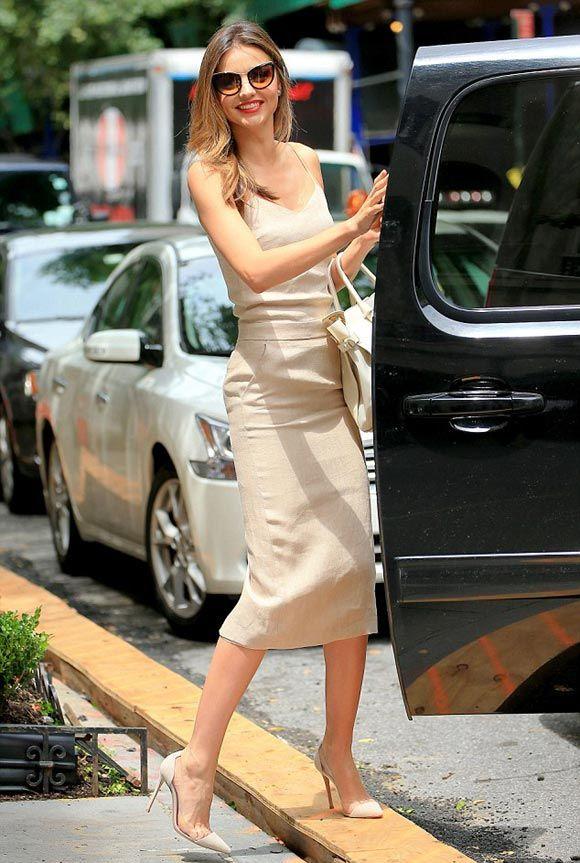 ミランダ・カー、ヌーディーベージュの大人上品なコーディネート #ミュウミュウサングラス #サマンサタバサ | 海外セレブ&セレブキッズの最新画像・私服ファッション・ゴシップ | Jinclude
