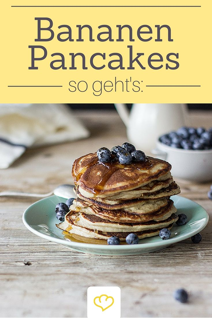 Nicht nur am #Pancakesunday ein Genuss! Bananen-Pancakes mit Blaubeeren geben dir Power für den Tag!