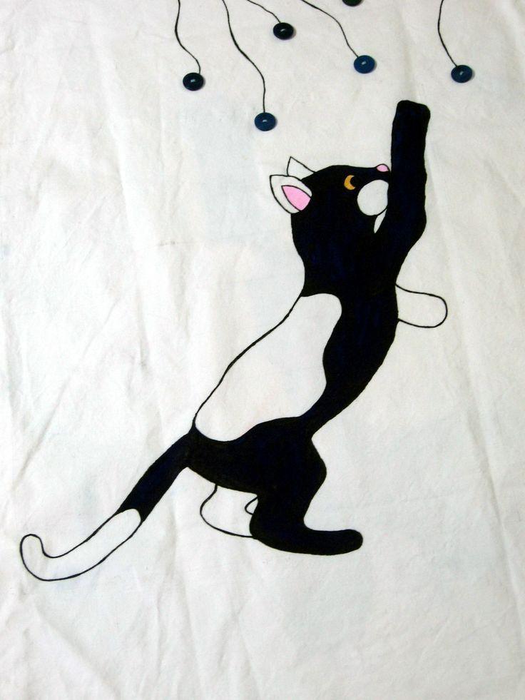 Gatto che gioca - pittura su stoffa - dipinto sulla fodera di una poltrona