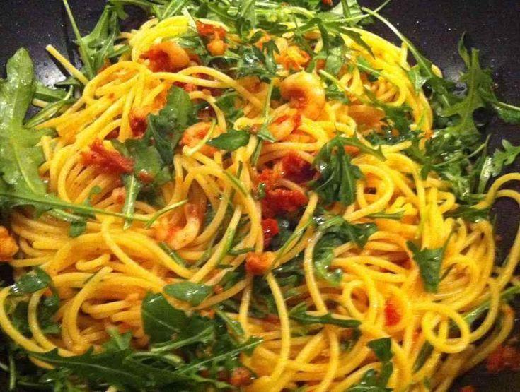 Dit recept beschrijft hoe je spaghetti met gedroogde tomaten maakt.