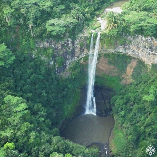 The Chamarel Waterfalls in Mauritius might just be the most beautiful waterfalls this side of heaven. I had the unique chance to see the from above on a helicopter flight. Sooo amazing. Do visit!! __________ #Mauritius #waterfall #amazing #chamarel #travel #luxury #luxurytravel #luxurydestinations #travelgram #traveling #travelingram #travelporn #travelpic #travelphoto #travelphotography #traveldiary #travelbag #igworldclub #ig_worldclub #lp #lonelyplanet #instago #instapassport…