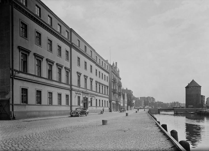 Wolne Miasto Gdańsk 1920 – 1939. Ulica Szafarnia (Schäferei) i Budynek Urzędu Celnego (Zollamt) w latach 30-tych. W głębi widoczny Most Stągiewny i po prawj stronie Brama Stągiewna (Milchkannen-Tor).