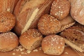 Ψωμί από αλεύρι ζειάς ή αλεύρι ντινκελ.