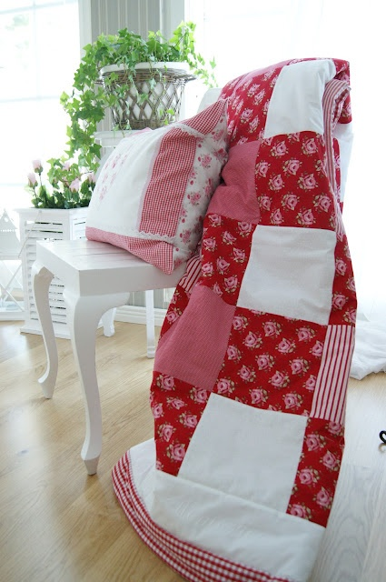 red & white quilt love!