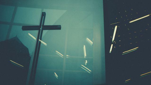 Не допустите, чтобы люди, обожающие самоотречение и поклоняющиеся ангелам, осуждали вас. Они увлекаются своими видениями и превозносятся, гордясь своим испорченным умом. Они потеряли связь с Главой, которая управляет всем телом, связанным воедино посредством суставов и связок и растущим благодаря Богу. - (Послание к Колоссянам, 2:18,19; НРП)   Приложение Библия   Bible.com