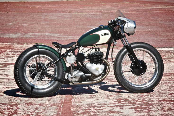 The latest bike to roll out of the CRO Motorcycles workshop is based on a 1953 Triumph TRW 500. The idea was to turn this flathead engined bike into a racing bobber motorcycle like those that raced across Daytona Beaches.