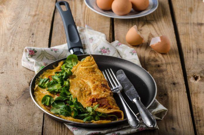 vaječná omeleta se špenátem a sýrem