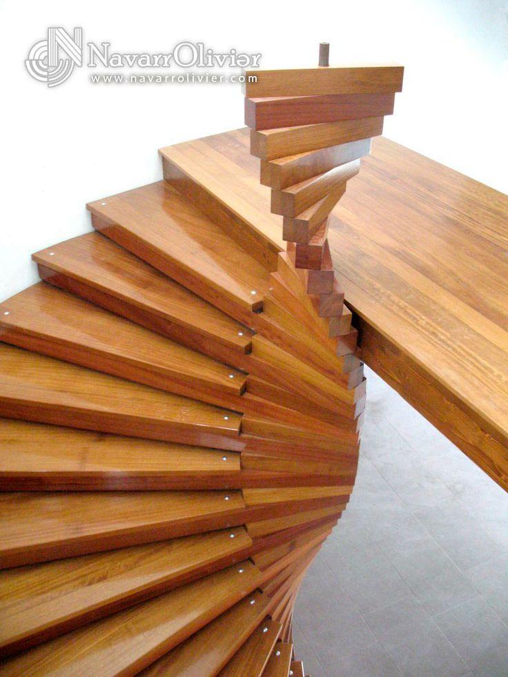 Escalera de caracol en madera Iroko